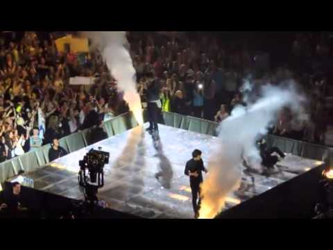 One Direction best falls on stage!