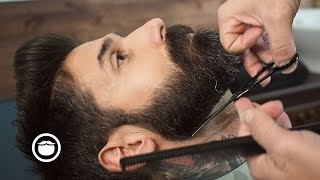 getlinkyoutube.com-Barbershop Beard Trim & Wet Shave with Narration | Carlos Costa