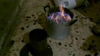 getlinkyoutube.com-Stufa pirolitica fatta in casa. Fase caricamento con biomassa 1°parte (1 di 2)
