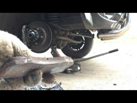 Замена передних тормозных колодок и протяжка шкворней Уаз Патриот