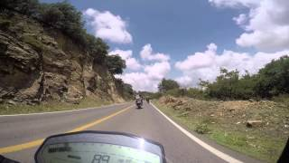getlinkyoutube.com-Ducati Monster 821, Honda CBR1000rr, Yamaha R3... curveando en Guanajuato