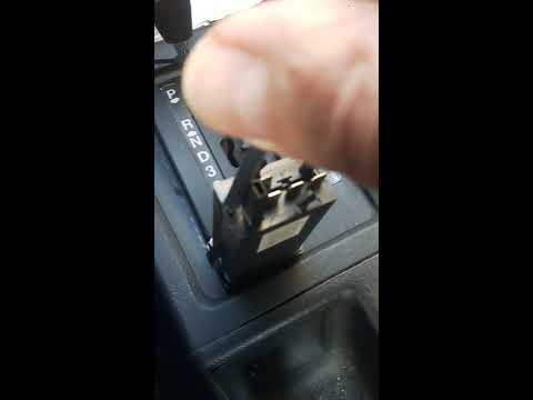 Снятие кнопки обогрева заднего стекла Audi 80