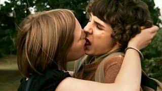 getlinkyoutube.com-S'embrasser pour la première fois - LES BEAUX GOSSES -