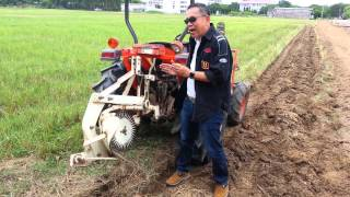 getlinkyoutube.com-เครื่องไถหัวหมู (Moldboard plow for paddy field in Thailand )