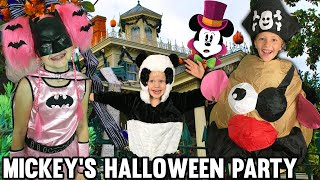 getlinkyoutube.com-Mickey's Halloween Party at Disneyland & Huge Trick-or-Treat Candy Haul