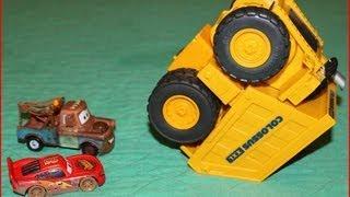getlinkyoutube.com-Cars Colossus XXL Tipping Dump Truck Eats Mater & Lightening McQueen!