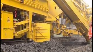 getlinkyoutube.com-Renovación de Lecho de Balasto equipo Plasser & Theurer RM 900 VTS 11 1