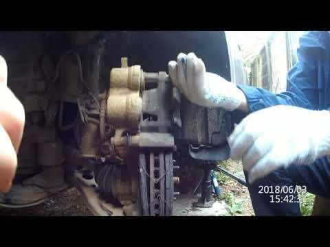 Замена передних тормозных колодок Toyota Higlender 3,5L 2012 г.