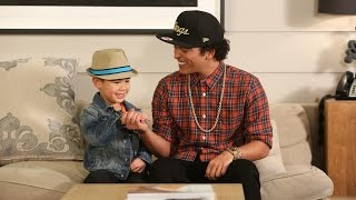 getlinkyoutube.com-Bruno Mars Sings with Kai