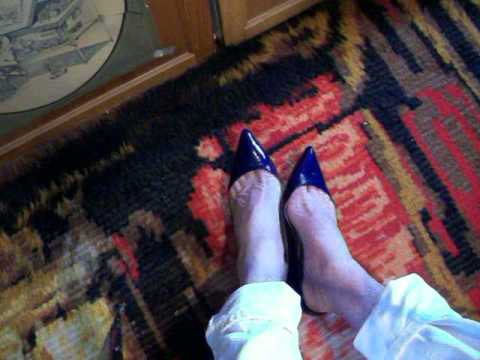 toe cleavage in my JCrew flats 17aug13a