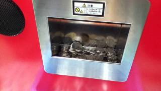 getlinkyoutube.com-【メダルゲーム】子供ゲーに3900クレジット入れたあとの払い出し動画