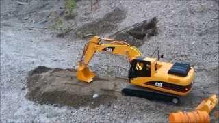 getlinkyoutube.com-RC Excavator - CAT 320 testing home made bucket