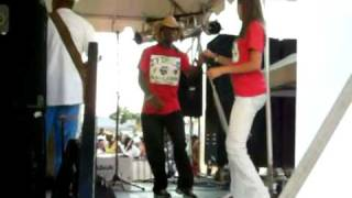 getlinkyoutube.com-Zydeco dancing to Lil Nate on Stage at Festival
