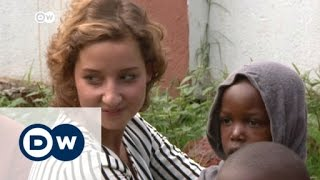 Uganda: German aid worker becomes pop star | DW News