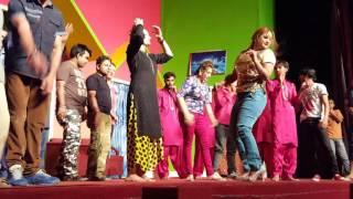 getlinkyoutube.com-Punjabi medley by one n only Queen of Stage Nargis😍