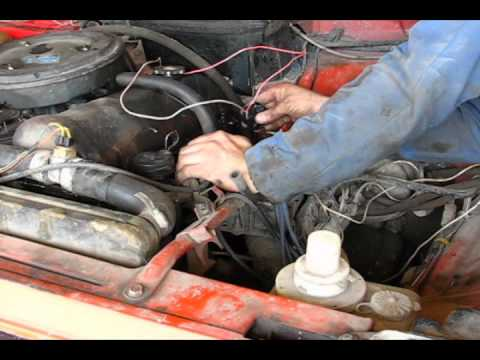 Как замерить компрессию в цилиндрах двигателя одному to measure the engine compression alone