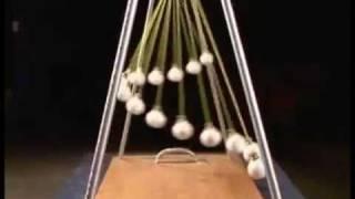 Pendulum Waves atau Newtons Cradle. Mengingatkan saya akan gravitasi - mengenai Hukum Newton dan Fisika!