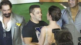 Salman-Khan-FLIRTS-With-Amy-Jackson-At-Freaky-Ali-Trailer-Launch width=