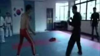 getlinkyoutube.com-BRUCE LEE vs. The Genius Tae Kwon Do Master
