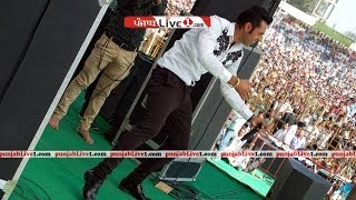 getlinkyoutube.com-Gippy Grewal Live at Lohara part 1 by PunjabLive1.com