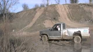 getlinkyoutube.com-#930 mudding the 88 chev 305 truck [Davidsfarm]