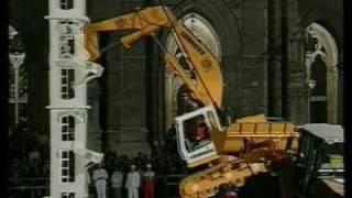 getlinkyoutube.com-AMAZING Liebherr Excavator Climbs To The Top
