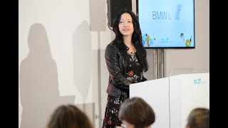 getlinkyoutube.com-Learn Chinese in 10 Minutes (ShaoLan Hsueh, Founder of Chineasy) | DLD14