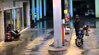 getlinkyoutube.com-Ladrão tenta assaltar posto de combustíveis no trevo de Patrocínio do Muriaé e se dá mal