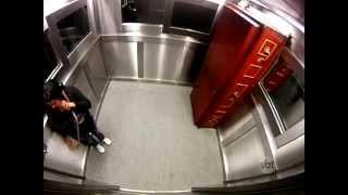 getlinkyoutube.com-pegadinha do silvio santos  caixao no elevador