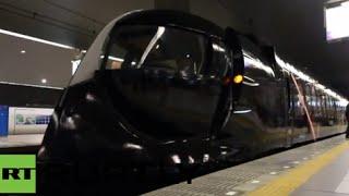 getlinkyoutube.com-【海外の反応】日本でスター・ウォーズ特別仕様車が運行開始!【南海電鉄】