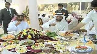 getlinkyoutube.com-محمد بن راشد يتناول طعام الغداء مع الشواب