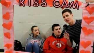 getlinkyoutube.com-Real-Life Kiss Cam *HIGH SCHOOL EDITION*