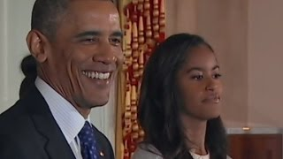 getlinkyoutube.com-Obama's daughters unimpressed at White House turkey ...