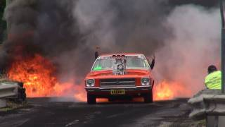 getlinkyoutube.com-BLOWN V8 HOLDEN HQ ( KRANKY ) CATCHES FIRE IN THE BURNOUT FINALS AND LIGHTS UP KANDOS