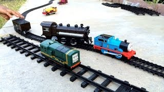 getlinkyoutube.com-Thomas and Friends Trackmaster Toy Trains with Different Train and Track