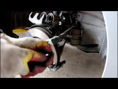 Расположение у Lexus RX450h передних тормозных колодок