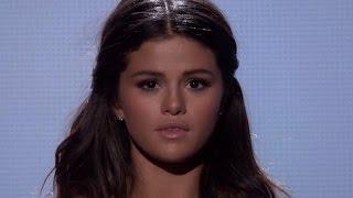 getlinkyoutube.com-Taylor Swift Cries During Selena Gomez 2014 AMA Performance