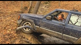 getlinkyoutube.com-Idiot in Jeep Challenges Land Cruiser