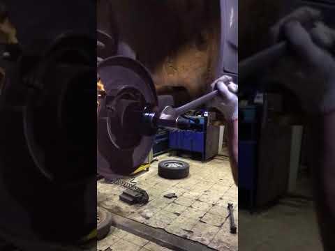 Замена подшипника ступицы BMW E83