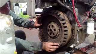 getlinkyoutube.com-Replacing a 2 stage clutch