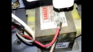 getlinkyoutube.com-Testando 03 Volts AC no TRAFAO no Micro-ondas