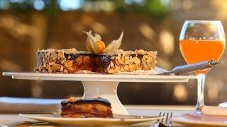 getlinkyoutube.com-Choumicha : Gâteau de crêpes à la banane | شميشة : حلوى بفطائر الكريب، الموز والشكلاطة