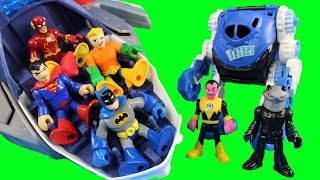getlinkyoutube.com-Imaginext Flash Superman Batman Flash Cyborg & Aquaman Try To Stop Injustice League Tryouts
