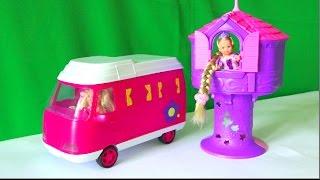 getlinkyoutube.com-Приключения Челси, Челси на машинке едет в гости к Рапунцель в башню