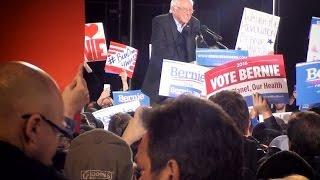 getlinkyoutube.com-Bernie Sanders Rally Duluth Minnesota Huge Crowd Small Beautiful City