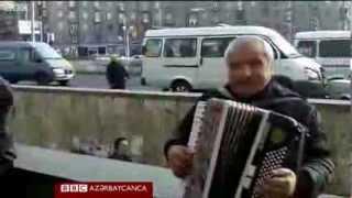 getlinkyoutube.com-IREVANIN MERKEZINDE AKKARDIONDA AZERBAYCAN MAHNISI OXUYAN ERMENI