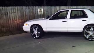 getlinkyoutube.com-Crown Vic On 26s