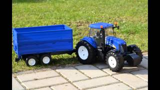 getlinkyoutube.com-Bruder News 2015 New Holland T8040 and blue trailer