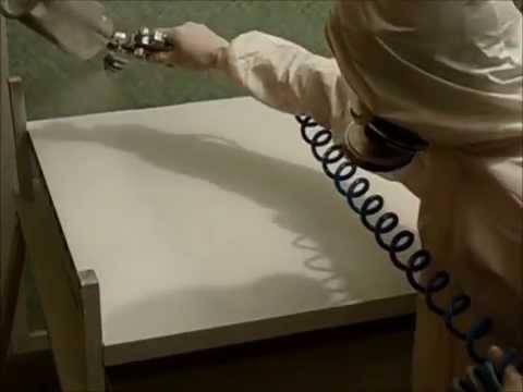 Laqueação de porta e batente em branco brilhante.