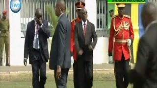 Rais Magufuli alivyoonyesha ukakamavu baada ya kukagua gwaride width=